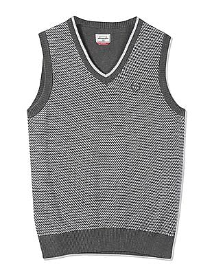 Arrow Sports Patterned Front Sleeveless Sweater