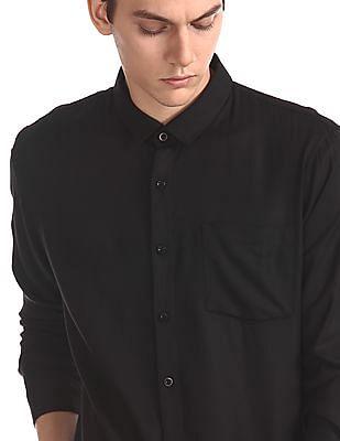 Ruggers Black Spread Collar Solid Shirt