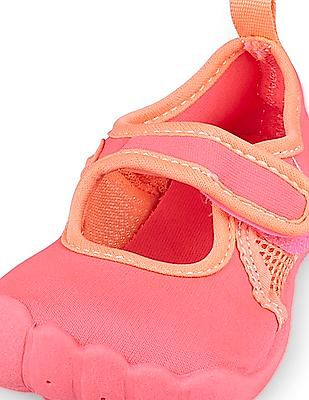 The Children's Place Toddler Girl Pink Strap Rainbow Aquaglove Water Sneaker