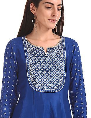 Anahi Embroidered Viscose Kurta